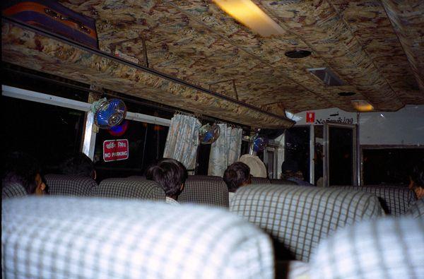 Bus De Luxe avec ventilo.... premier transport indien. Mais pas le dernier...