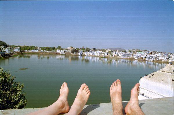 Nos orteils font bronzette pour éviter tout malentendu, les traces 'sales', c'est le bronzage sandales!
