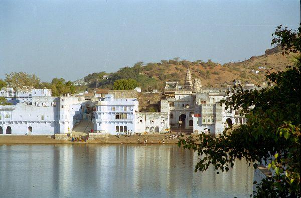 Sur les ghats le matin: ablutions, toilette, lessive