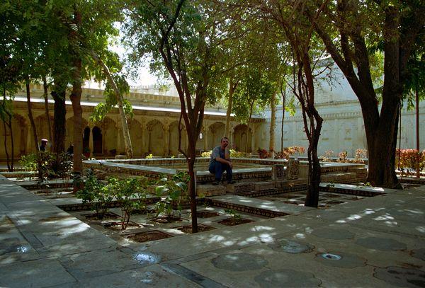 Le superbe Badi Mahal: jardin de style moghol entouré de salles où le maharana faisait des dîners de 200 personnes chaque soir. Ca laisse rêveur?