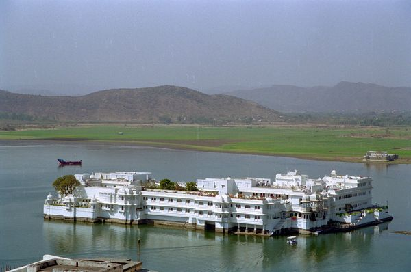 Vue sur le Lake Palace vu du city palace