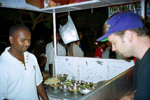 Deuxième soir à colva (Goa). Un repas pris dans un resto ambulant. Au menu, soupes chinoises. Ca change du 'pomfrette' d'hier sur la plage. Heu... le pomfrette c'est un poisson....