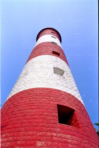 Le phare... on se croirait presque en Bretagne. Seul le ciel bleu et la temprérature nous en empêche :-)