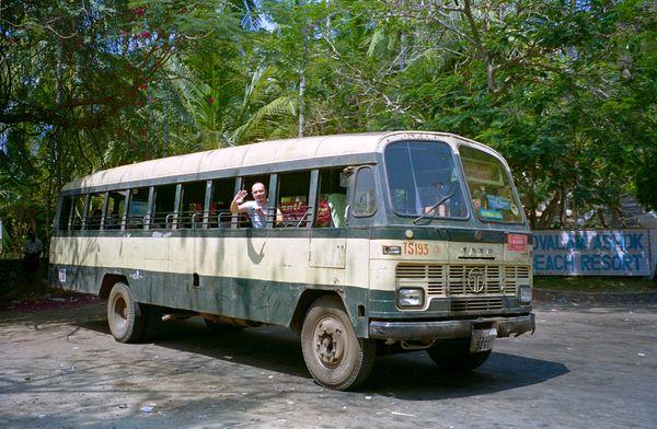 Le bus Kovalam Trivandrum. pas de vitre aux fenêtres, ça rafraîchit mieux!!!