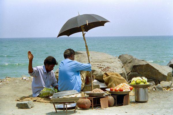 Vendeurs en bord de mer